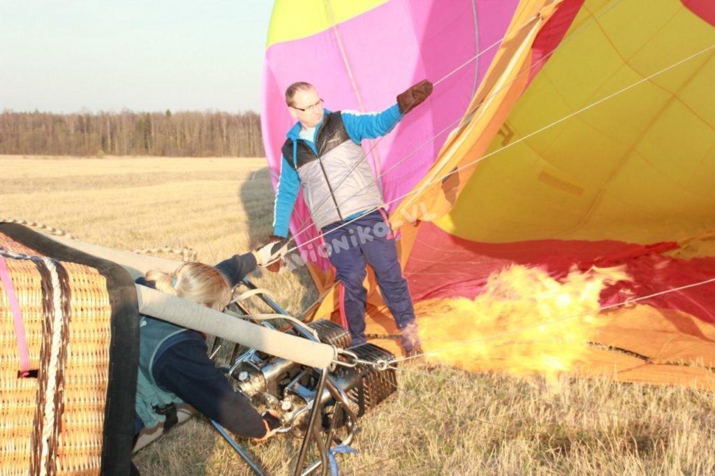 Поднимаем воздушный шар в воздух