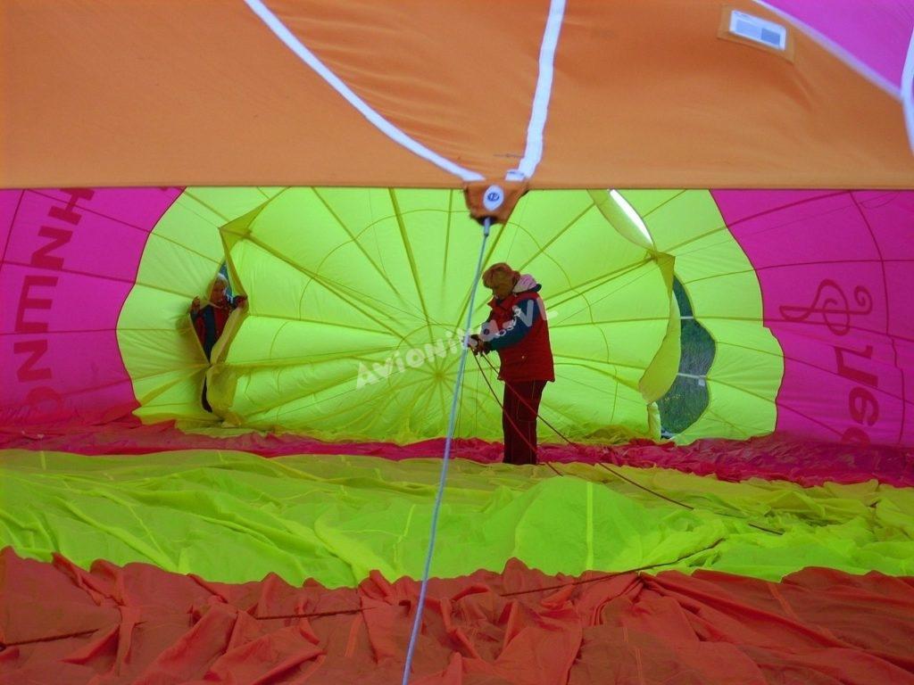 Выпускаем воздух из купола воздушного шара