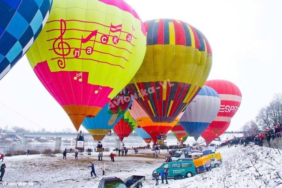 Слет воздушных шаров зимой