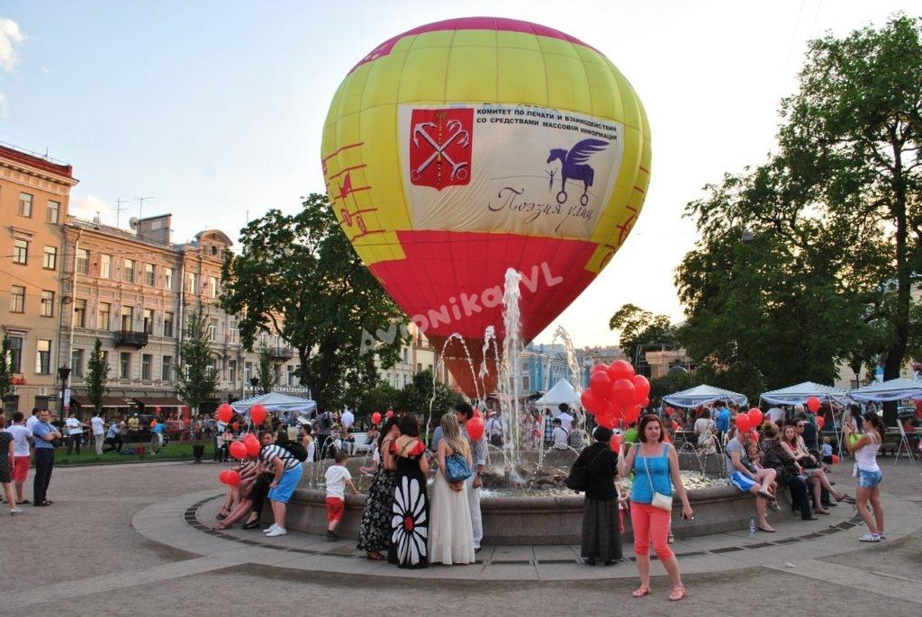 Воздушный шар приземлился у Адмиралтейства