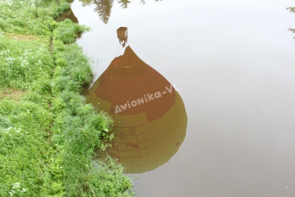 отражение воздушного шара в озере от Авионики-ВЛ