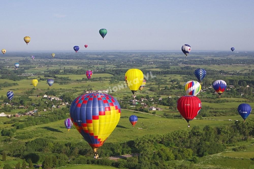 Воздушные шары над полями