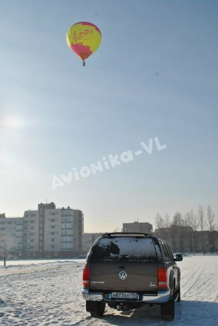 Автомобиль на фоне воздушного шара в небе Авионика-ВЛ