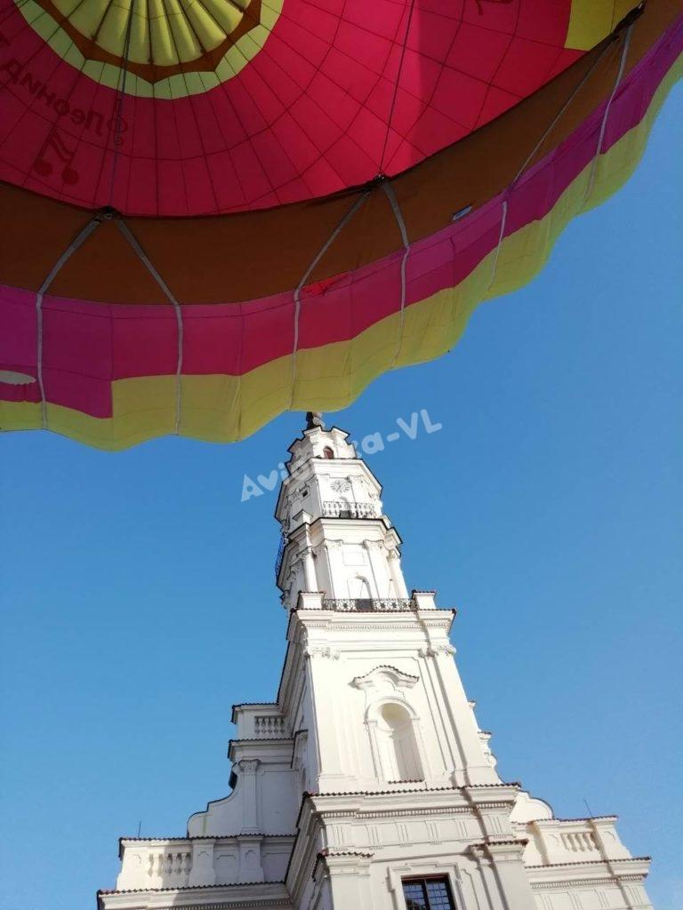Воздушный шар от Авионики-ВЛ на фоне храма