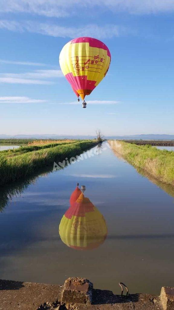 Полет на воздушном шаре над полями в СПб