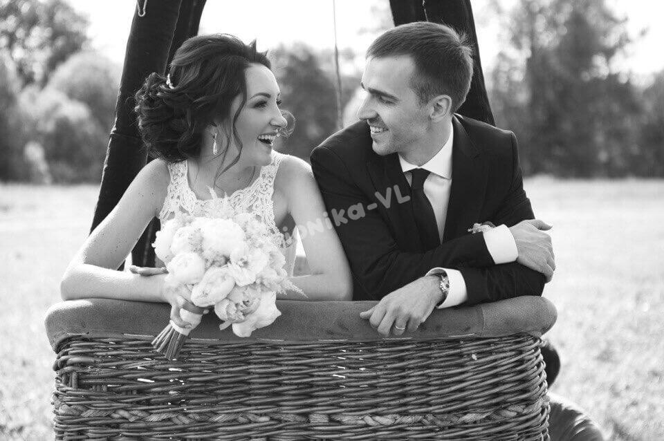 свадьба на воздушном шаре молодожены