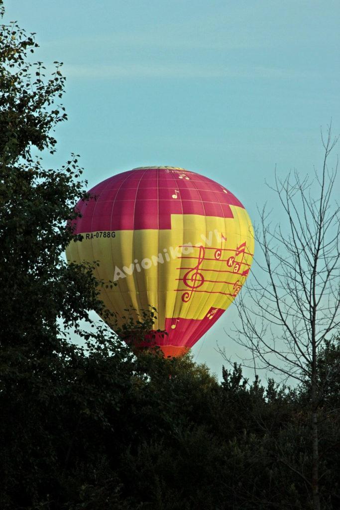 Полет на воздушном шаре из-за деревьев от Авионики-ВЛ
